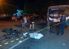 Colisão entre moto e van deixa um homem morto e mulher em estado grave em Caucaia