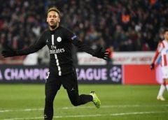 Neymar faz golaço, PSG goleia e se classifica em primeiro no Grupo C