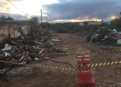 Famílias atingidas por enxurrada deixam as casas no Crato