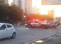 Homem em situação de rua é atropelado após se deitar na Avenida Dom Luís, em Fortaleza