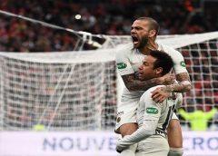 """Dani Alves diz que Neymar não está feliz por resultados e """"aposta Torre Eiffel"""" que astro fica no PSG"""
