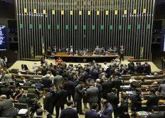 MP que reestrutura ministérios volta à pauta da Câmara