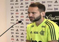 """Everton vê disputa aberta entre Arrascaeta e Diego no Flamengo: """"Briga constante de todos na frente"""""""