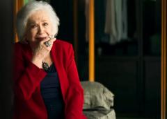 """""""Dona"""": Gladys tem reação surpreendente ao flagrar Régis tentando roubá-la"""