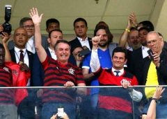 Bolsonaro diz que não demitirá Moro e o mantém na fila do STF