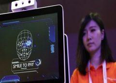 Homem é preso na China ao usar rosto de namorada morta em app bancário