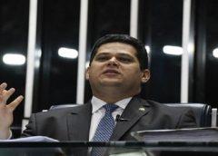 Alcolumbre diz que governo não tem base para privatizar Eletrobras