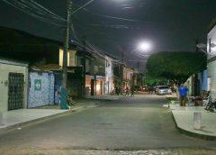 Motorista é tirado de carro à força e levado por suspeitos, em Fortaleza