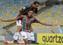 """VAR, trave… De novo no """"quase"""", João Pedro chega a maior jejum no Fluminense e volta a ouvir vaias"""