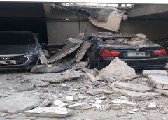 Fachada de edifício desaba sobre carros e local é interditado em Fortaleza