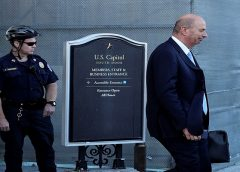 Aliado de Trump admite ter condicionado ajuda à Ucrânia a investigação de Biden