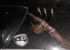 Jovem é preso com arma de fogo e munição na Grande Fortaleza