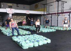 Lutadores e praticantes de crossfit doam mais de 10 toneladas de alimentos em periferias de Fortaleza