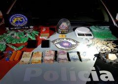Dupla é presa com dezenas de porções de crack e cocaína em Itapeva