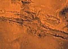Vales marcianos podem ter sido formados pelo derretimento de gelo