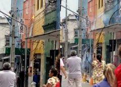 Fio de alta tensão se parte sobre populares nas proximidades da Catedral de Fortaleza