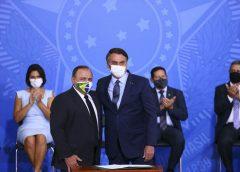 Bolsonaro nega que Pazuello sofra pressão de ala militar
