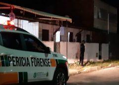 Criminosos usam escada para entrar em quintal e matam casal em casa na Grande Fortaleza