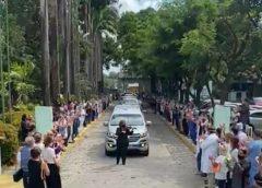Amigos homenageiam médica que morreu atropelada no Bairro Meireles, em Fortaleza