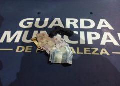 Assaltante tenta agredir mototaxista em Fortaleza por ter celular 'antigo e simples demais'