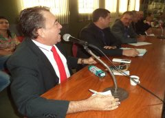 Vereador do Ceará sugere beber álcool em combate ao covid; o que diz a OMS?