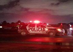 Homem é encontrado morto com marcas de tiros às margens de pista na Grande Fortaleza