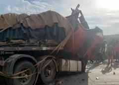Morre motorista de caçamba que colidiu com caminhão em Sobral
