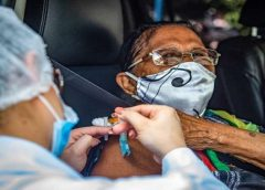 Vacinação avança mais rápido para trabalhadores da saúde e idosos asilados
