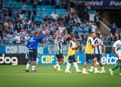 """Entre cautela e apoio da torcida, Grêmio institui """"ambiente de vitórias"""" contra o rebaixamento"""
