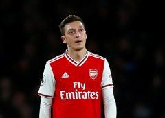 """Özil desabafa após não ser inscrito pelo Arsenal na Premier League e Liga Europa: """"Decepcionado"""""""