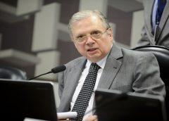 """""""Não é possível que o senhor não tenha opinião sobre cloroquina"""", diz Tasso para Queiroga"""